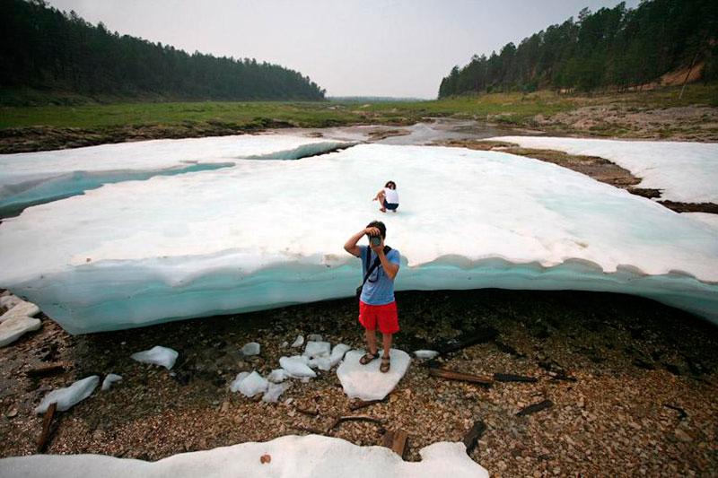 Туристы на леднике Булуус