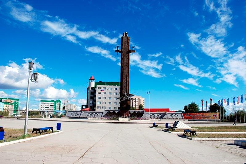 Площадь Победы. Памятник Нюргун Боотура