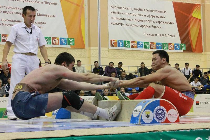 Перетягивание палок - якутский вид спорта