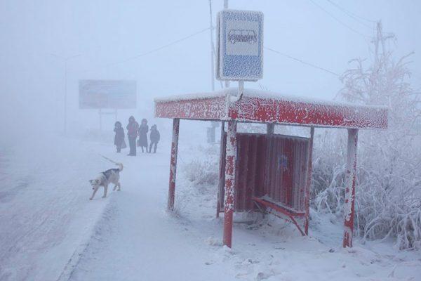 Автобусная остановка в Оймяконе