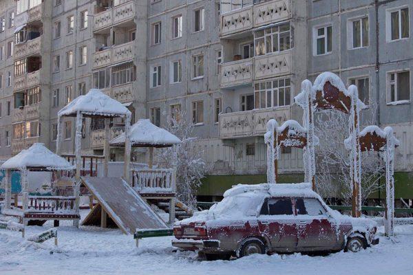 Замерзшая машина на Полюсе холода