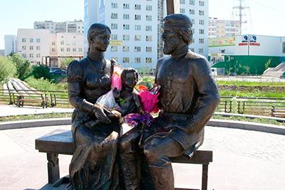 Памятник С.И. Дежневу в Якутске вблизи