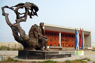 Памятник А.Е. Кулаковскому в Якутске