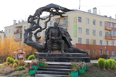 Памятник А.Е. Кулаковскому в Якутске вблизи