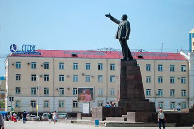 Памятник В.И. Ленину в Якутске
