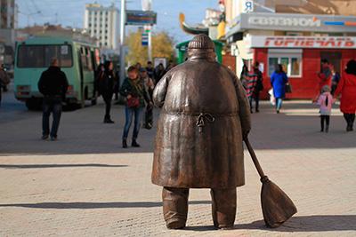 """Памятник """"Дворник"""" в Якутске"""