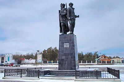 """Памятник """"Первым комсомольцам"""" в Якутске"""