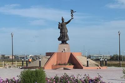 Памятник Матери в Якутске