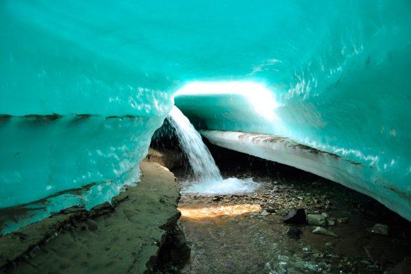 Подо льдом ледника Булуус