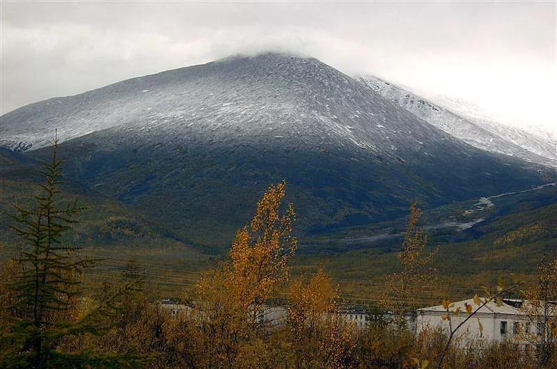 Горы в Усть-Нере