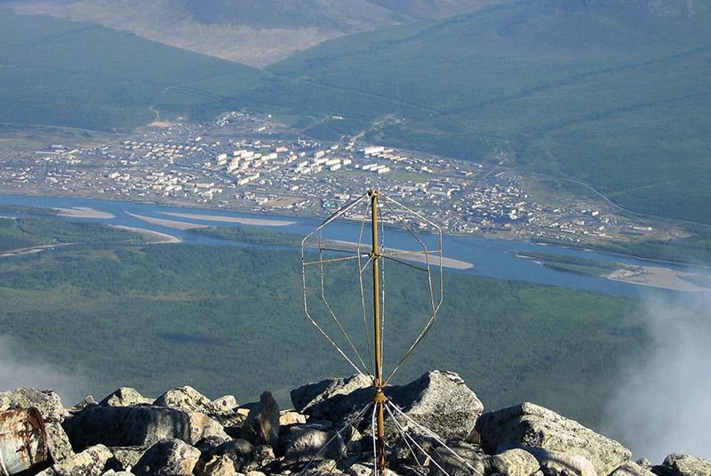 Поселок Усть-Нера. Вид с горы.