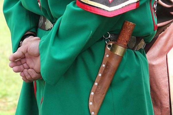 Якутский нож на поясе