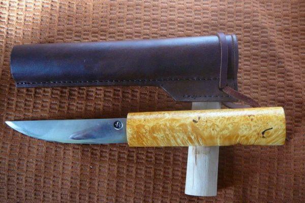 Якутский нож с рукоятью из древесины
