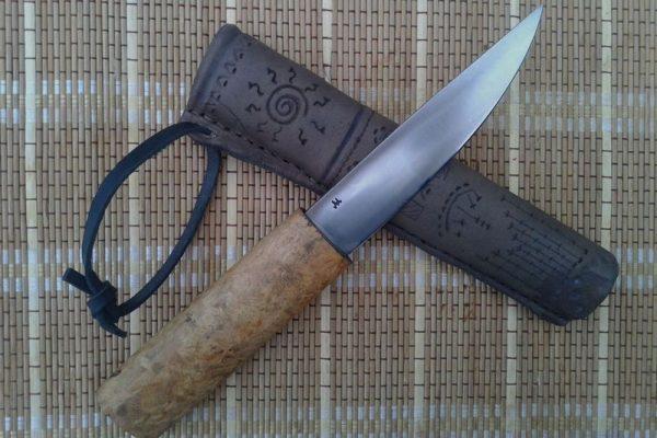 Таежный якутский нож с узорчатыми ножнами